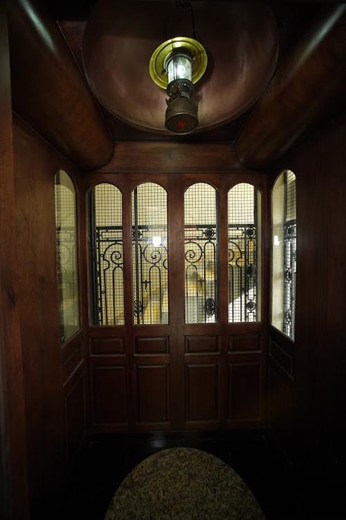 Mẫu thiết kế biệt thự kiểu Pháp cổ trong lòng Sài Gòn náo nhiệt - 9