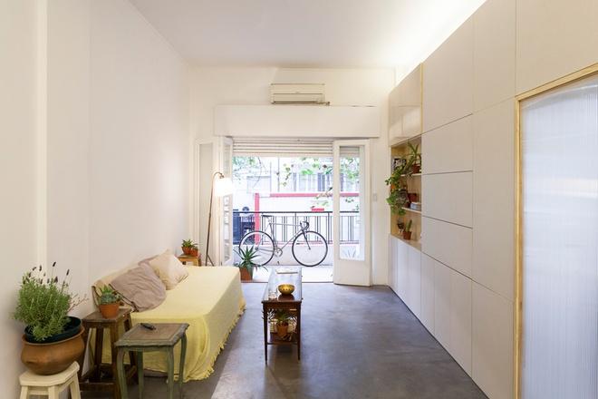 Thiết kế căn hộ 60m2 cực sáng tạo khi biến tường thành tủ đồ - 3