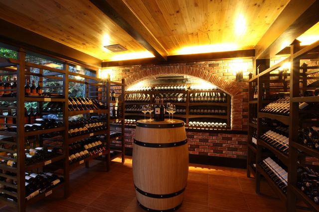 Thiết kế biệt thự có tầng hầm trưng bày rượu và những lưu ý