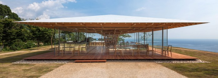 Độc lạ quán cafe gỗ và kính của KTS lừng danh Nhật Bản