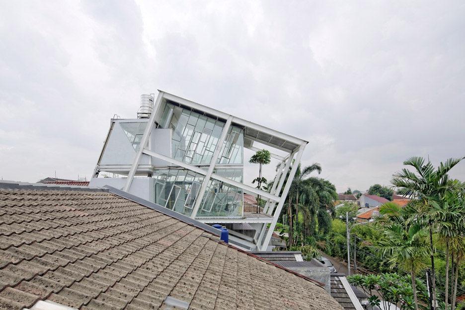 Nhà phố khung thép thiết kế siêu ấn tượng ở Indonesia