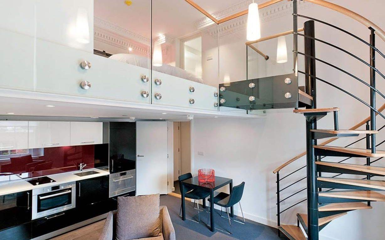 Nếu nhà có diện tích dành cho cầu thang bộ khá nhỏ thì không nên thiết kế chiều tầng cao quá vì nó sẽ tạo độ dốc cầu thang và gây nguy hiểm