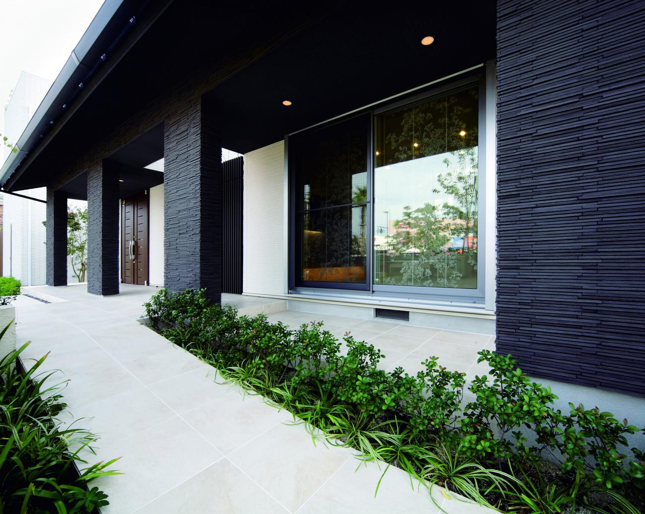 Khả năng chống thấm là điều kiện tiên quyết khi bạn chọn gạch ốp mặt tiền nhà đẹp
