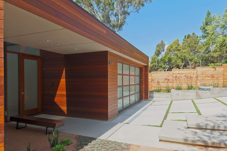 Gạch ốp có bề mặt nhẵn bóng chính là sự lựa chọn khôn ngoan giúp việc vệ sinh ngôi nhà được dễ dàng