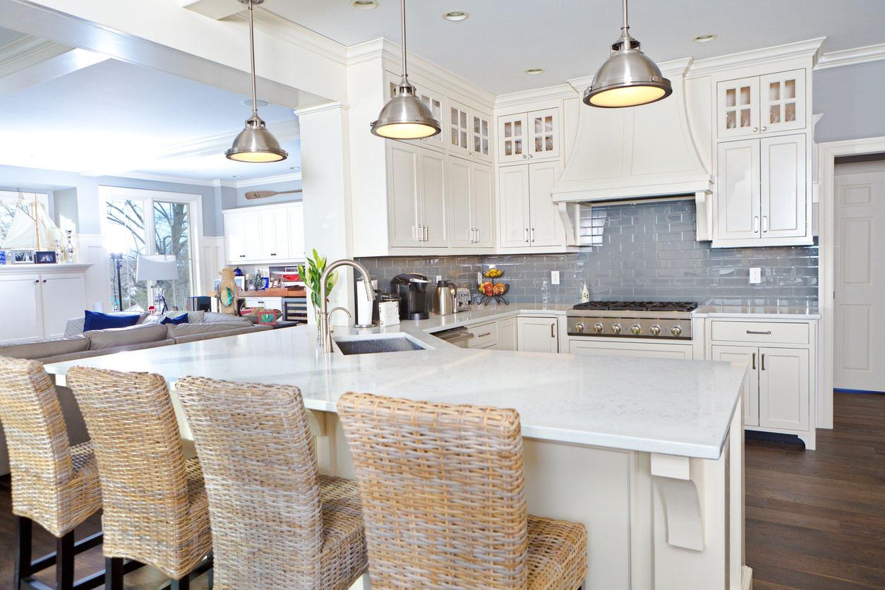 Ở không gian nhà bếp, gia chủ cũng nên đồ dùng nội thất nhỏ gọn, tiện nghi kết hợp gam màu tươi sáng, nhẹ nhàng