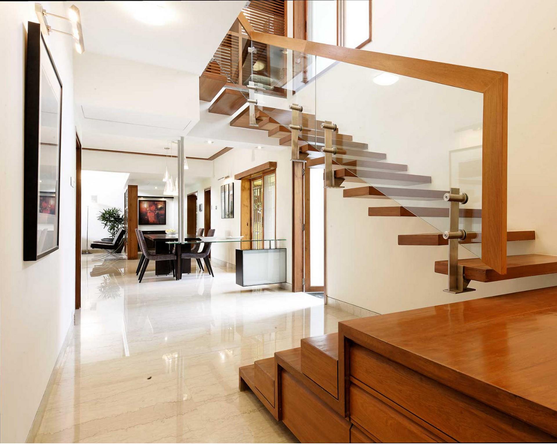 Đối với các công trình xây dựng kiểu biệt thự, độ rộng cầu thang phải từ là 1,5m trở lên