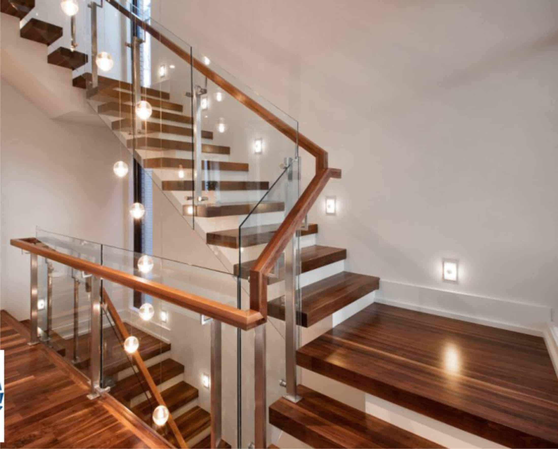 Kính cường lực là một trong những loại chất liệu xuất hiện nhiều nhất trong nội thất ngôi nhà ống hiện đại ngày nay
