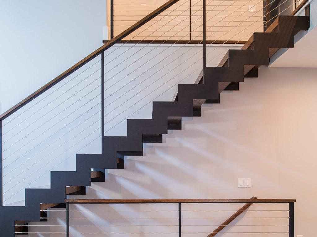 Chất liệu cầu thang này sẽ mang đến không gian sang trọng, đẳng cấp cho ngôi nhà ống gia đình bạn