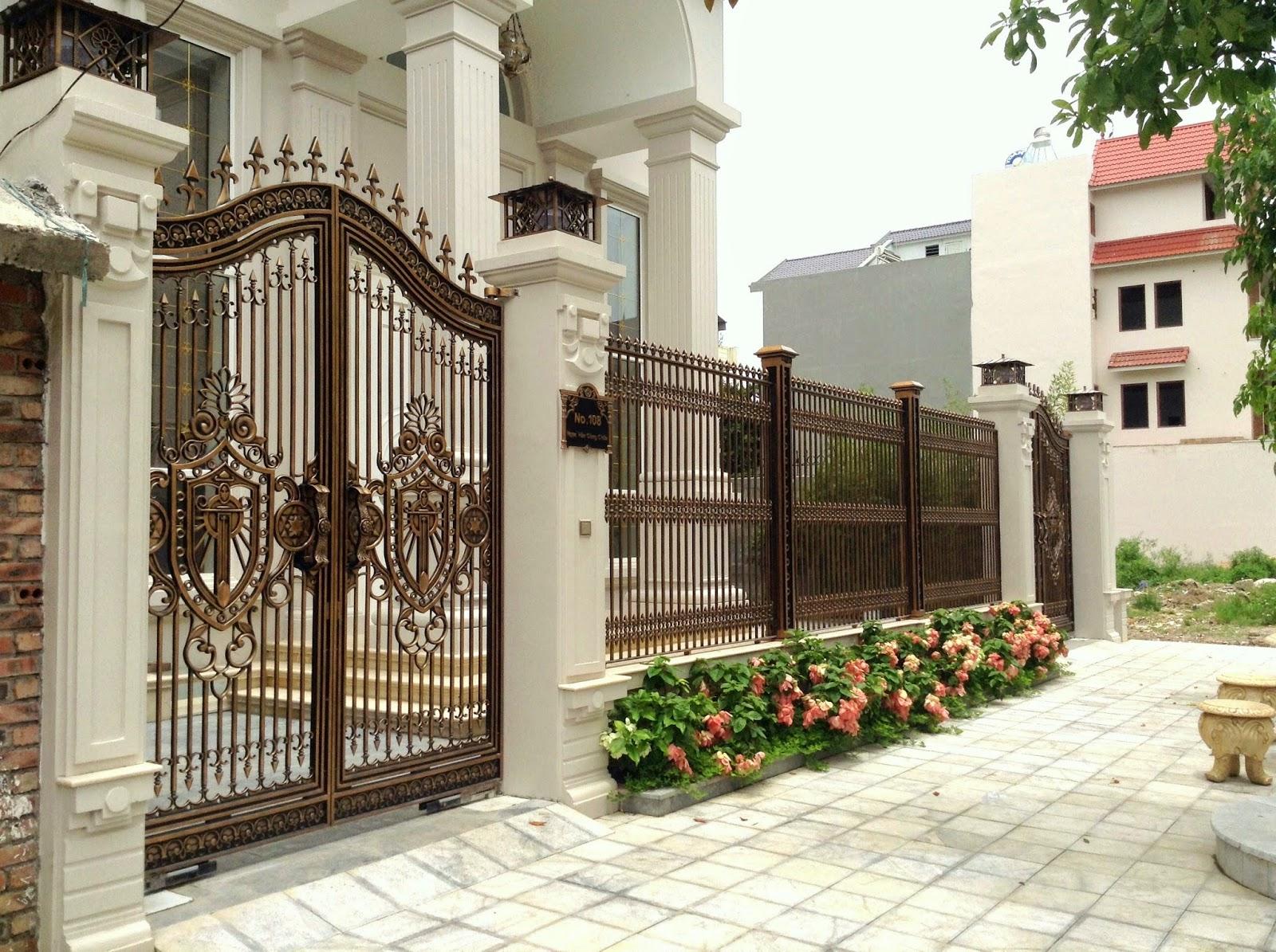 Giống như tác phẩm nghệ thuật tuyệt vời, cổng nhà phố hiện đại họa tiết hoàng gia là mẫu nhà hoàn hảo cho sự sang trọng