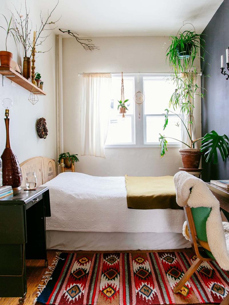 Phòng ngủ càng nhỏ thì người sở hữu căn phòng đó càng cần sự tỉ mỉ đồng thời thể hiện độ tinh tế trong từng chi tiết